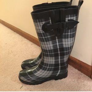 Capelli plaid rain boots size 8